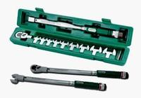 "Набор динамометрический ключ 1/2""DR со шкалой 40-200 НМ и насадки 13-30мм, 11 предметов JONNESWAY"